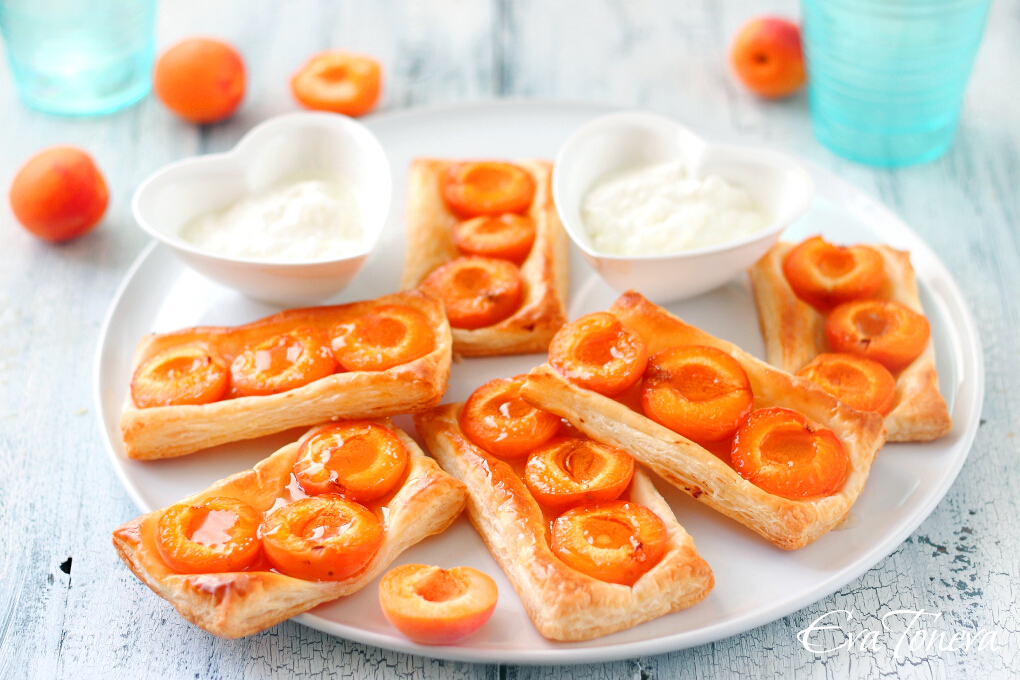 Apricot puff pastry1