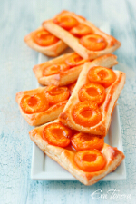 Apricot puff pastry small