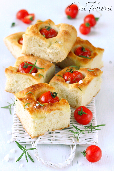 Focaccia_with_tomatoes