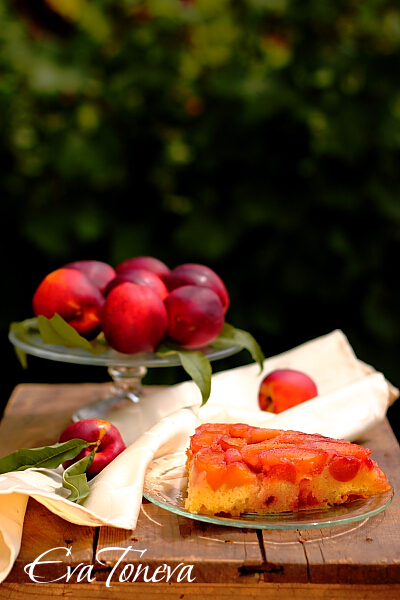 cake_with_a_compote_of_peaches