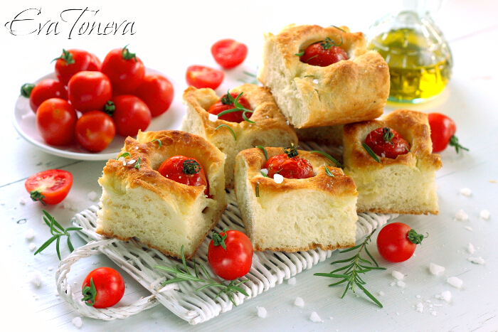 Focaccia_with_tomatoes1